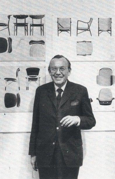 Finn JUHL (1912-1989) Danemark Fauteuil modèle «Chieftain» Teck et cuir cognac patiné...