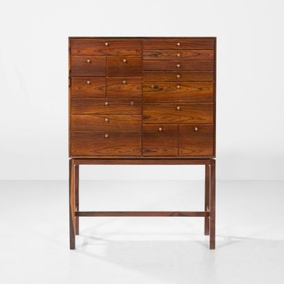 JØRGEN BERG Danemark Cabinet Palissandre et laiton Réalisé par l'artiste Vers 1960...