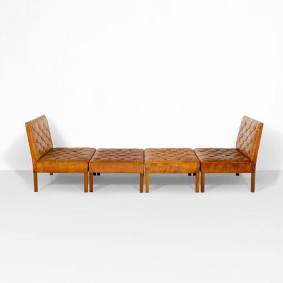 KAARE KLINT (1888-1954) Danemark Importante banquette sectionnable modèle «4560»...