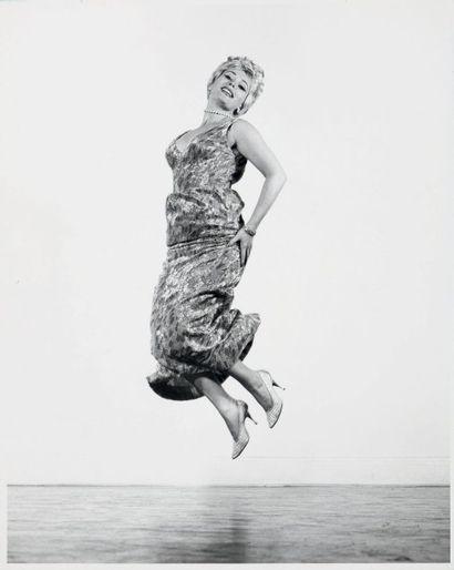 Philippe HALSMAN Jump series, Zsa Zsa Gabor, vers 1958 Tirage argentique d'époque....