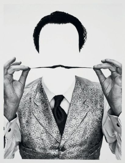 Philippe HALSMAN Invisible Dali, 1954 Tirage argentique d'époque. Tampon au dos....