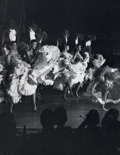 Philippe HALSMAN Life night club, 1953 Tirage argentique d'époque. Tampon au dos....