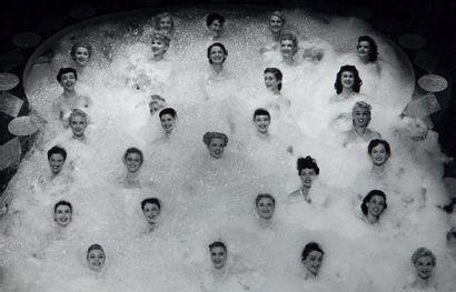 Philippe HALSMAN Peep Show, Bubble bath girls, Broadway, 1950 Tirage argentique d'époque....