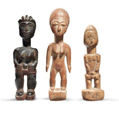 LOT de trois petites statuettes dont l'une...
