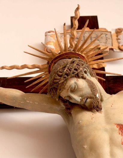 Important crucifix avec Christ en bois polychrome. XVIIe siècle (accidents). H_172...