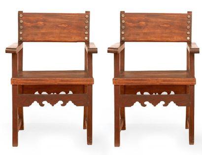 Deux fauteuils en bois à pieds droits. Majorque,...