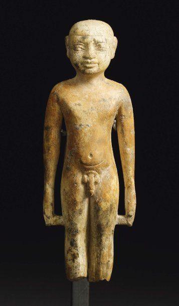 Rare statuette représentant un jeune garçon...
