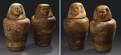 Rare ensemble de quatre vases canopes. Ils...