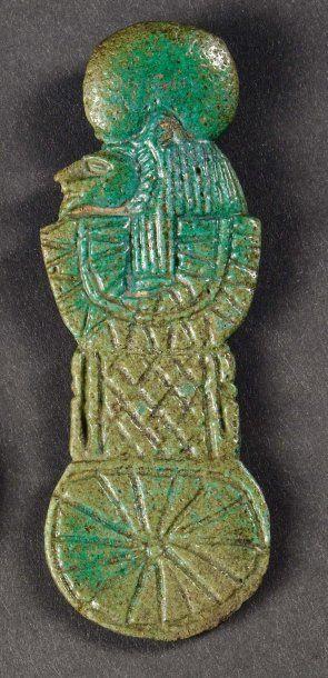 Amulette en forme de contrepoids ménat. Elle...