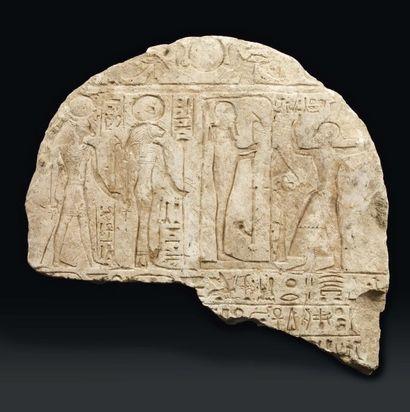 Sommet de stèle commémorant un oracle. La...