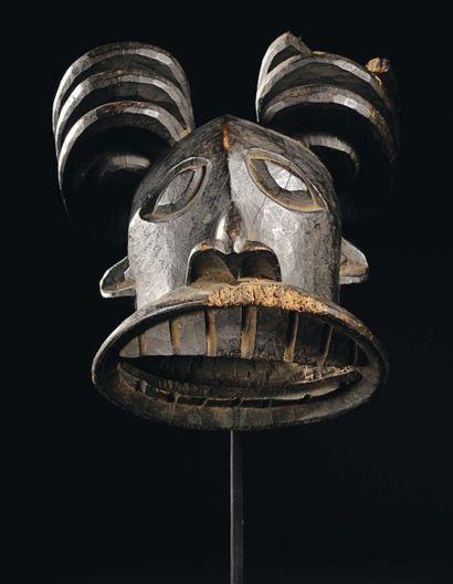 MASQUE BEKOM Cameroun Bois H_46 cm Ce masque...