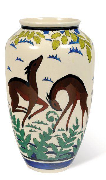 Vase à décor polychrome de cervidés et de...