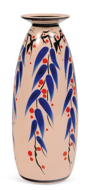 Vase à décor polychrome de feuilles stylisées....