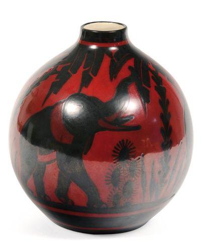 Rare vase à décor bicolore