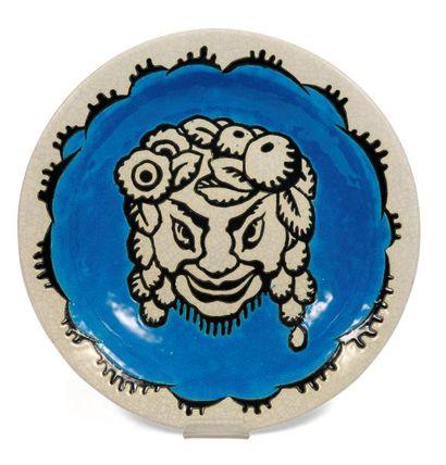 Rare plat à décor tricolore avec une tête...