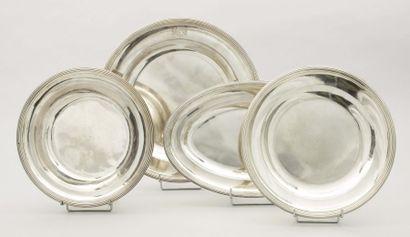 Ensemble en argent composé d'un plat creux,...