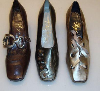 Ensemble de douze escarpins, sandales et...