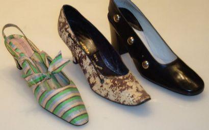 Ensemble de douze escarpins et sandales dont...