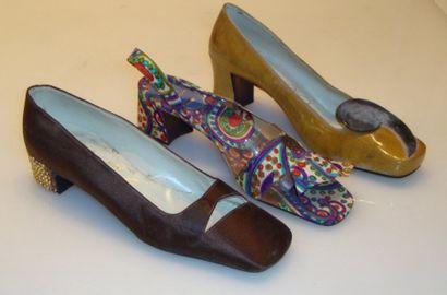 Ensemble de douze escarpins, sandales dont...