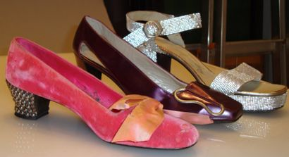 Ensemble de douze escarpins et sandale dont...