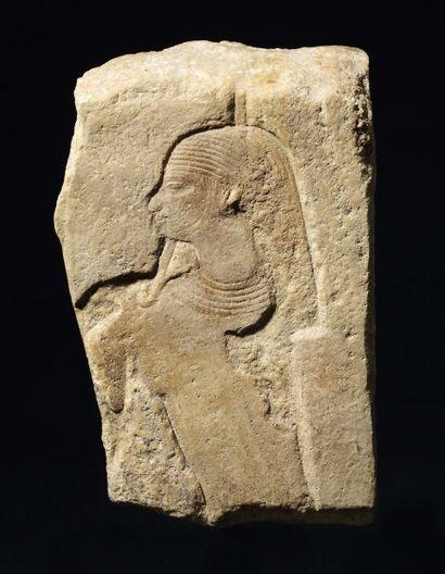 Bas-relief fragmentaire sculpté du buste...