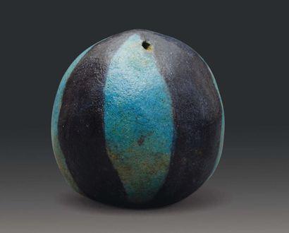 Perle en forme de boule côtelée, à tranches...