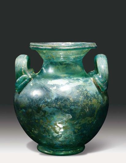 Exceptionnelle urne à embouchure en entonnoir...