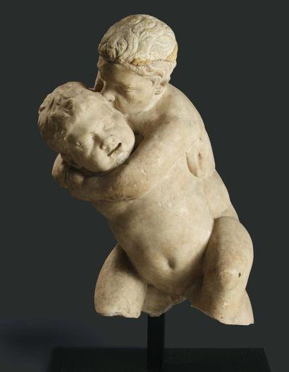 Groupe représentant deux enfants luttant. Reproduisant un modèle hellénistique,...