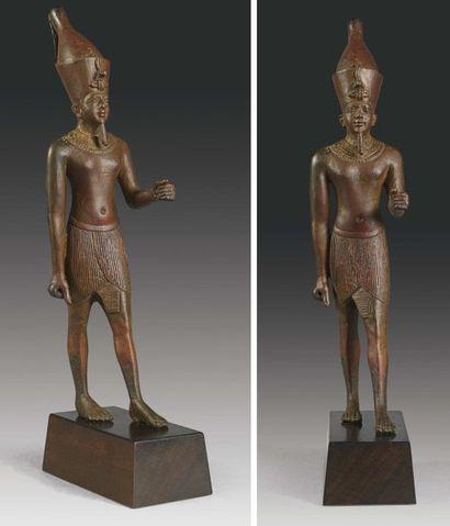Rare statuette votive représentant un roi....