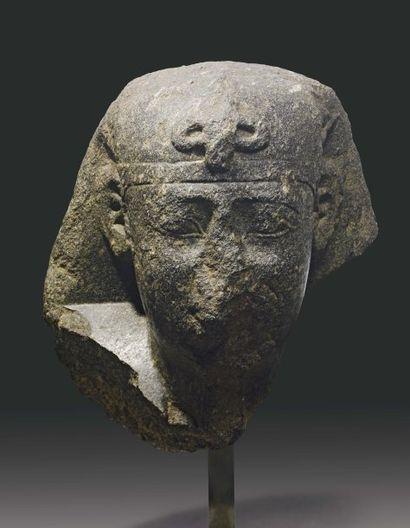 Tête de sphinx sous les traits du roi Apriès...