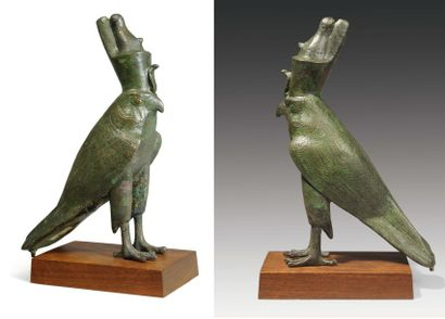 Horus faucon. Grande statuette votive représentant...