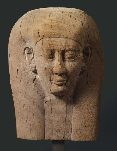 Couvercle de sarcophage représentant le buste...