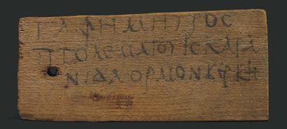 Étiquette de momie inscrite à l'encre noire...