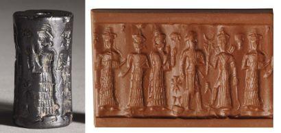 Sceau-cylindre gravé de deux scènes, l'une représentant la déesse Ishtar tenant...