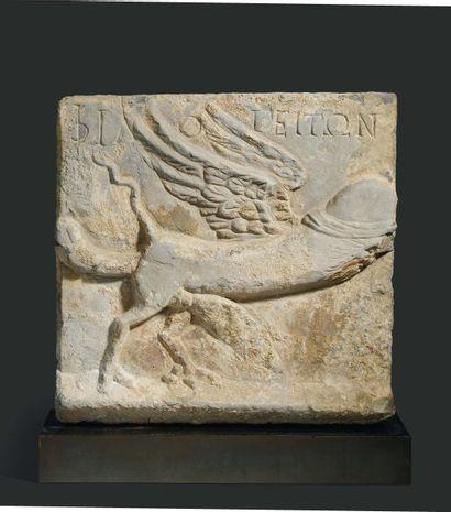 Relief érotique. Rare plaque sculptée d'un...
