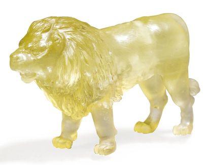 STATUETTE représentant un lion fi nement...