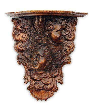 Console en chêne et noyer sculptés à décor...
