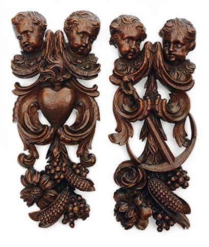 Paire de lambrequins en chêne sculpté avec...
