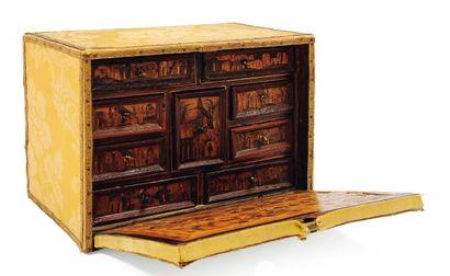 Petit cabinet en marqueterie de bois de couleurs....