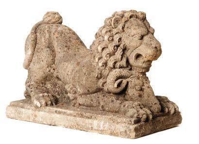 Lion assis Sculpture en pierre. Flandres,...