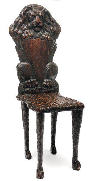 Chaise en chêne à dossier en forme de lion...
