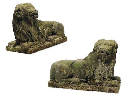 Deux lions héréldiques. Paire de sculptures...