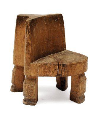 Billot en bois de forme circulaire, reposant...