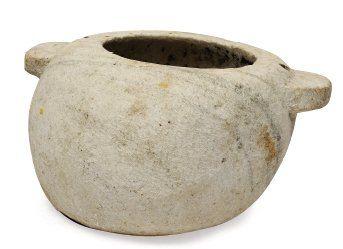 Important et ancien réceptacle en pierre...