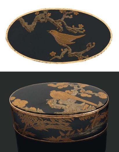 Grande TABATIÈRE ovale en laque du Japon...