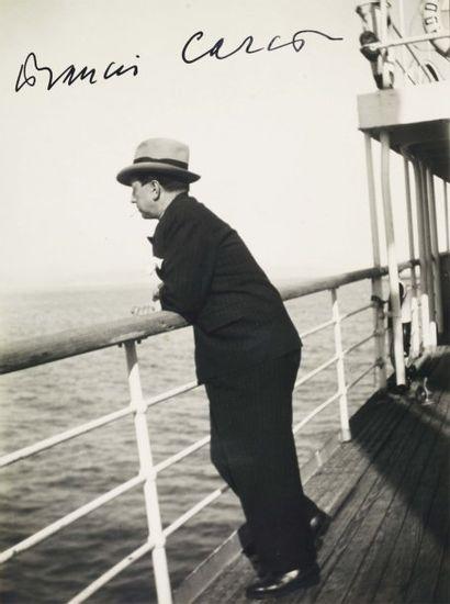 CARCO FRANCIS (1886-1958) Ecrivain et poète français. Deux photos in-4 signées dans...