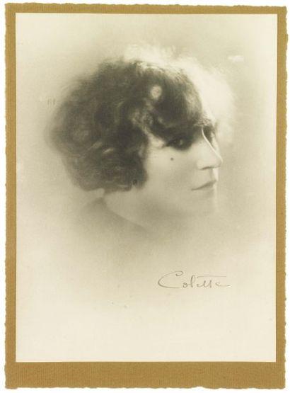 COLETTE, SIDONIE GABRIELLE COLETTE, DITE (1873-1954) Romancière française. Photo...