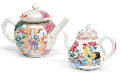VERSEUSE ET THÉIÈRE en porcelaine décorées...