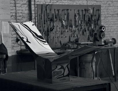 POL QUADENS (NÉ EN 1960) Belgique Chaise longue modèle «Flying» Acier inoxydable...