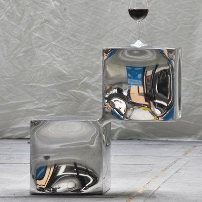 POL QUADENS (NÉ EN 1960) Belgique Table d'appoint modèle «Side cube» Acier inoxydable...